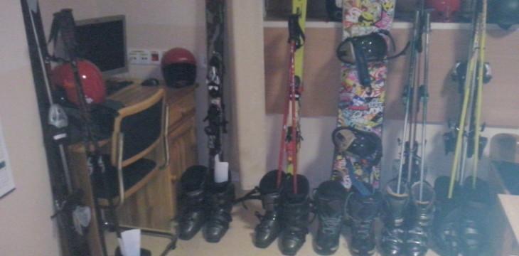 """Sprzęt narciarski dla podopiecznych """"Przystani"""""""