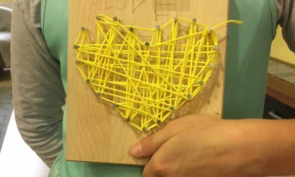 Warsztaty String art – sztuka gwoździa i nitki