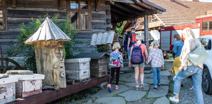 Wycieczka do Chlebowej Chaty i Koziej Zagrody